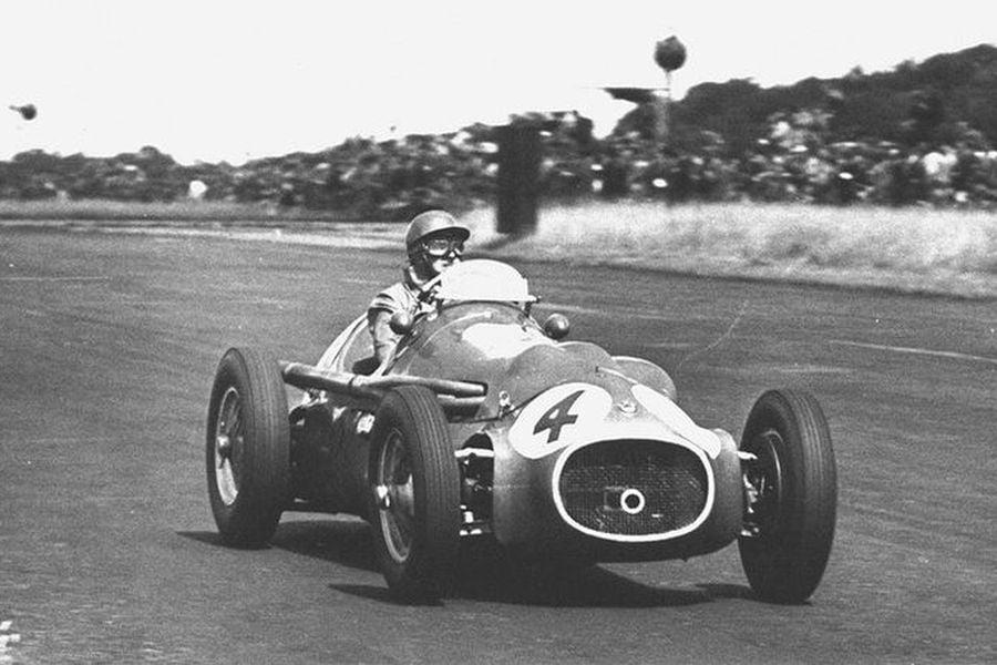 Jack Fairman at 1953 British Grand Prix in the #4 HWM-Alta