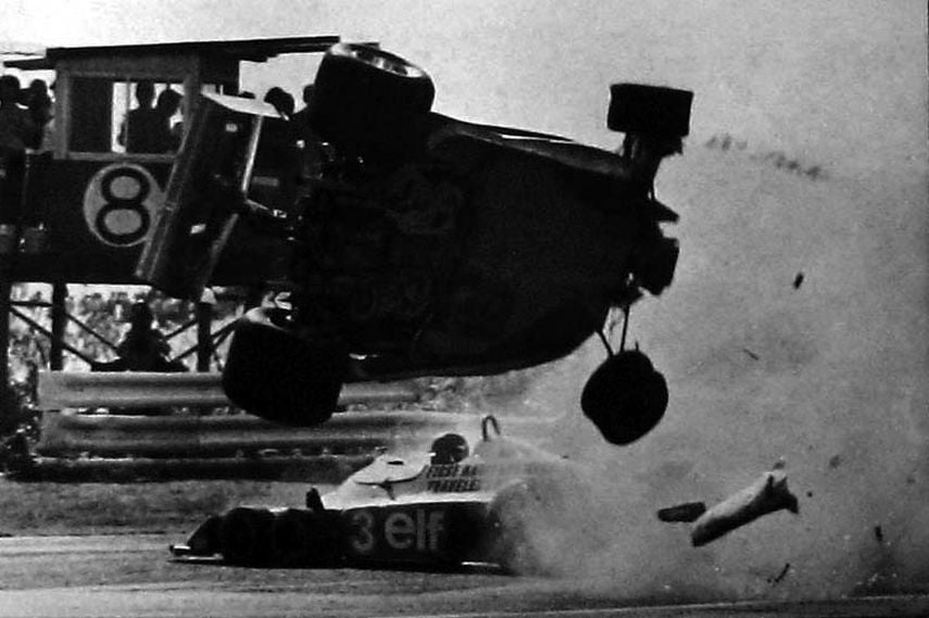 1977 Japanese Grand Prix, Gilles Villeneuve, Ronnie Peterson, accident involving a marshal and a photographer