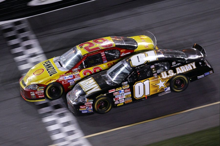 Kevin Harvick (#29) and Mark Martin (#01) at finish line of 2007 Daytona 500