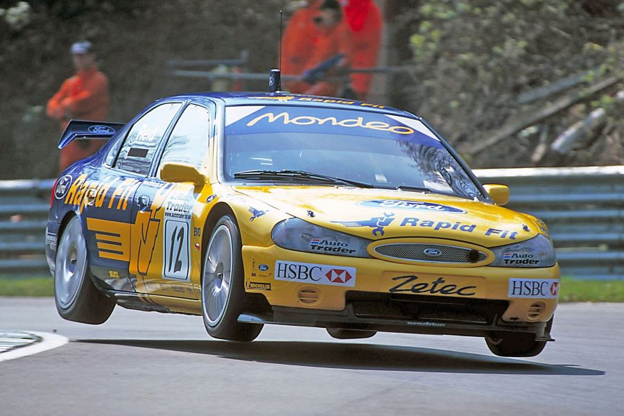Anthony Reid's #12 Ford Mondeo in 2000 BTCC season