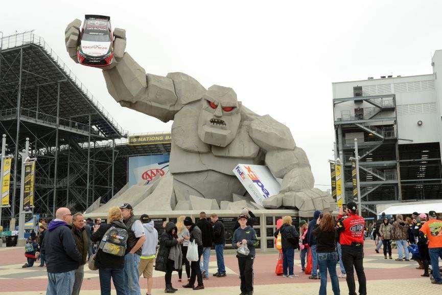 Dover International Speedway, Monster Monument