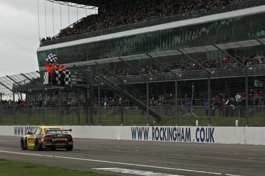 Since 2007, BTCC is the main competition at Rockingham