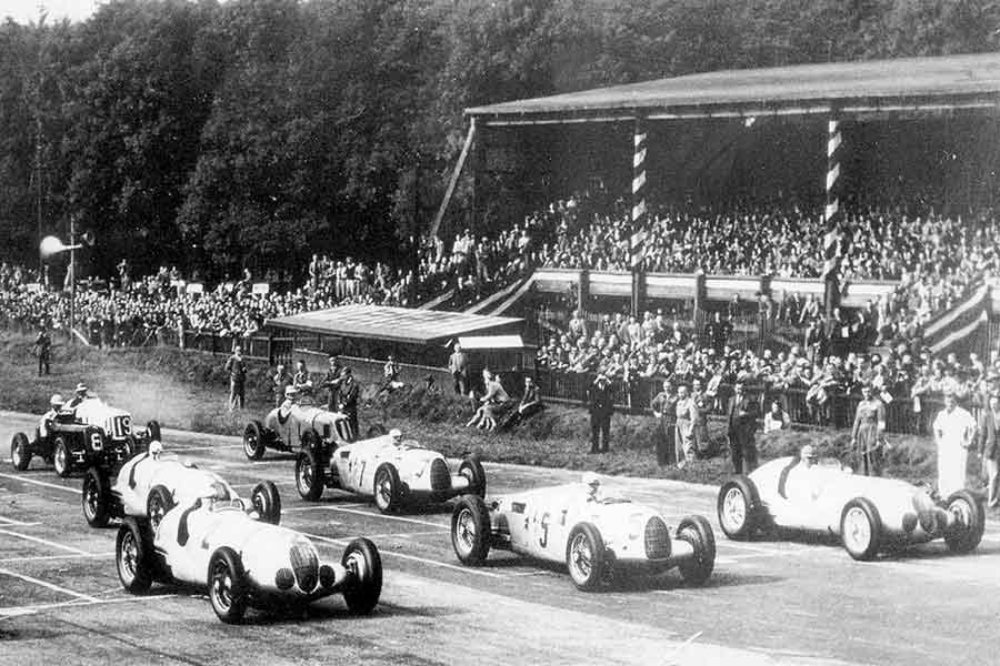 Donington Park, 1937, race start, black and white