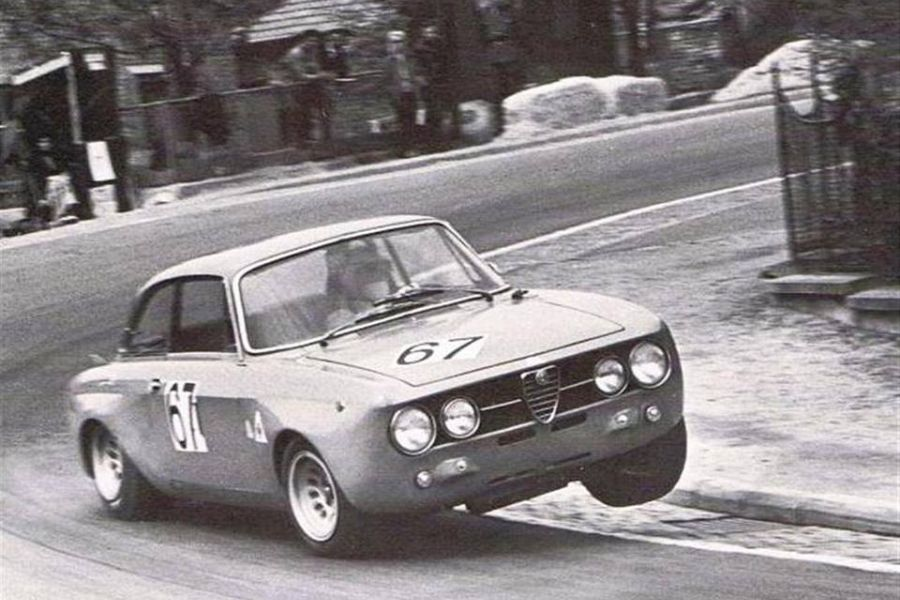 Toine Hezemans in his Alfa Romeo 2000 GTAm