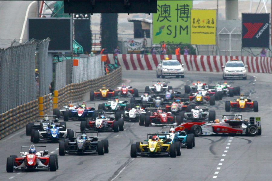 Start of the Formula 3 Macau Grand Prix