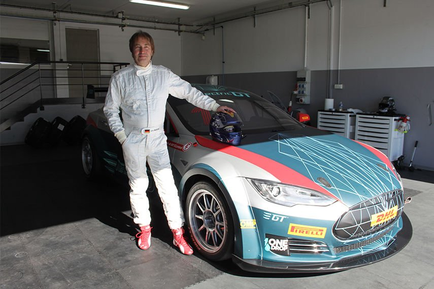 Heinz-Harald Frentzen next to a Tesla Model S P85+