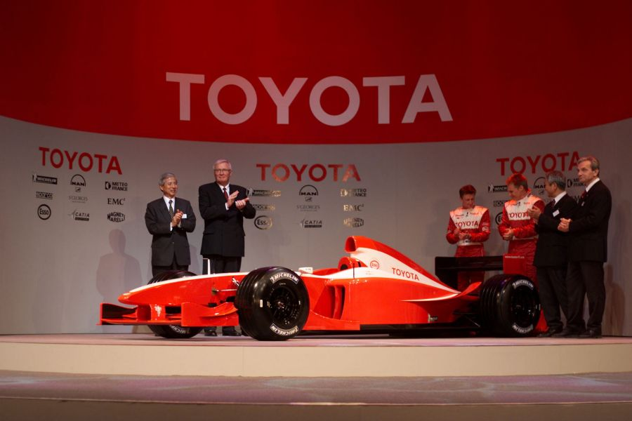 Ove Andersson (second left) was the first principal of Panasonic Toyota Racing F1 team