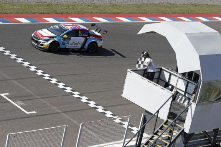 Tom Chilton re-singed for Sebastien Loeb Racing
