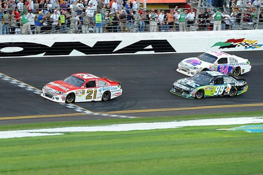 The #21 Wood Brothers Racing Ford is winning the 2011 Daytona 500