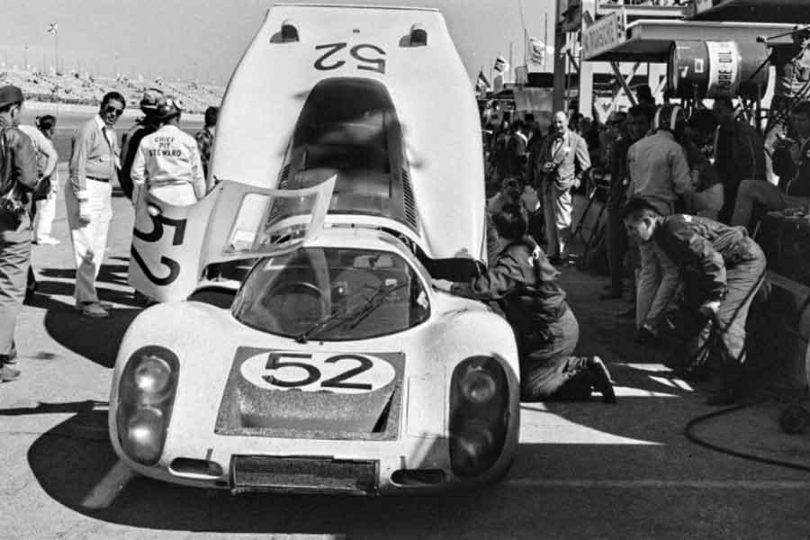Porsche 907 longtail racing cars 1968 Sebring