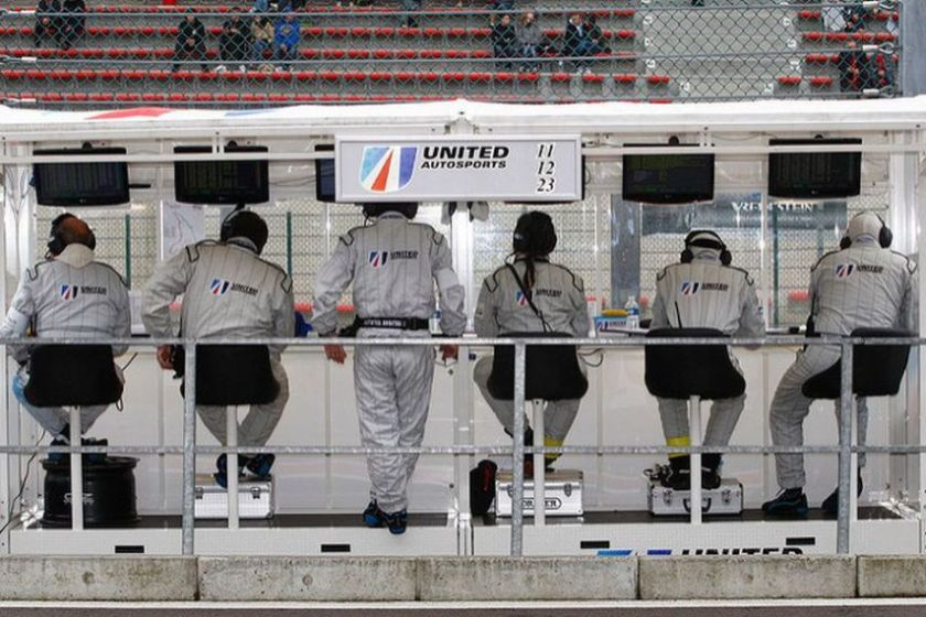 United Autosports' pit wall crew at 2011 Spa 24 hours