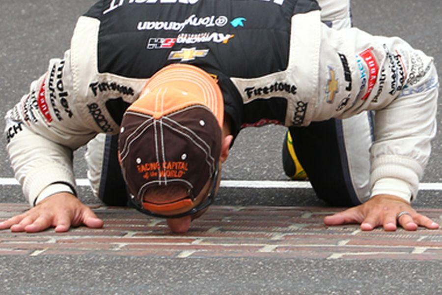 Indianapolis Motor Speedway, kissing the bricks