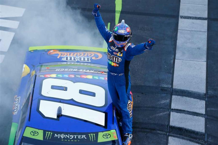 Kyle Busch wins at New Hampshire Motor Speedway
