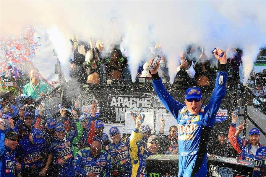 Kyle Busch wins at Dover International Speedway
