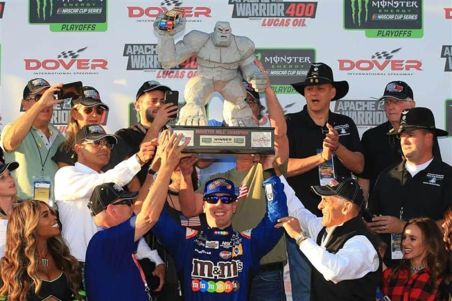 Kyle Busch wins at Dover International Speedway, Monster Mile