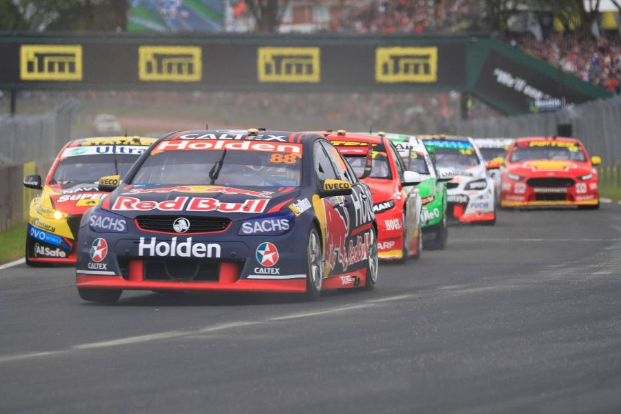 Jamie Whincup (#88 Holden) is entering season's finale as the championhip leader