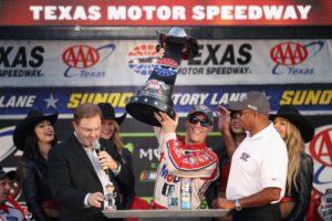 Kevin Harvick wins at Texas Motor Speedway
