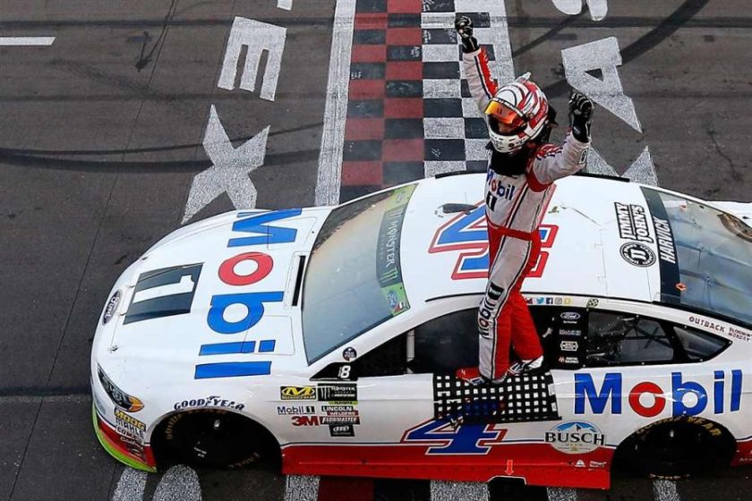 Kevin Harvick wins at Texas Motor Speedway