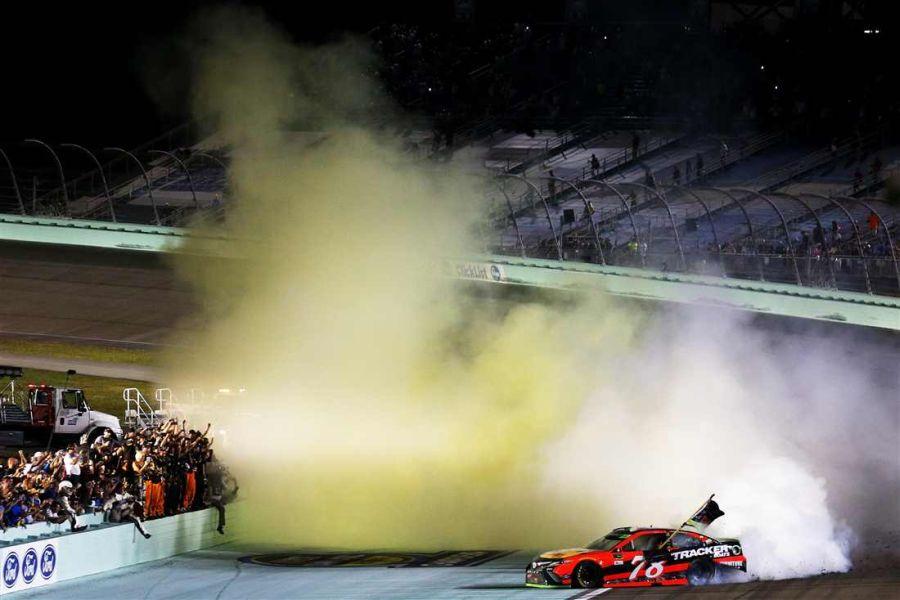 Martin Truex Jr wins Ford EcoBoost 400