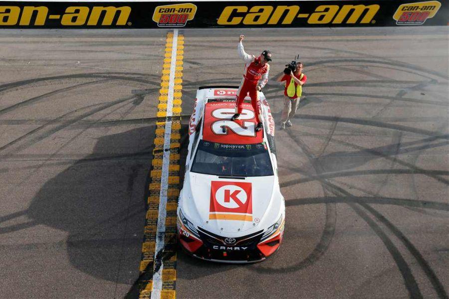 Matt Kenseth wins at Phoenix