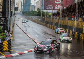 Rob Huff wins at Macau