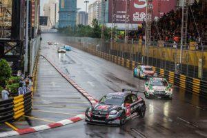 Rob Huff wins at Macau