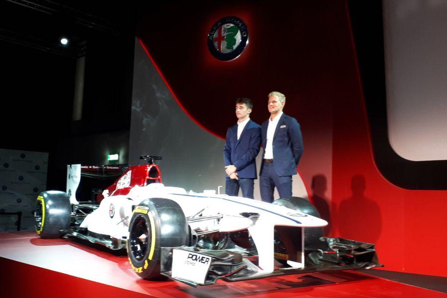 Charles Leclerc, Marcus Ericsson, Alfa Romeo Sauber F1 Team