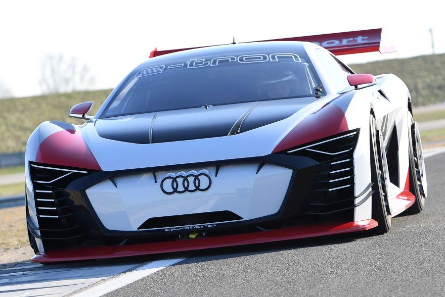 Audi e-tron Vision Gran Turismo on track, front view