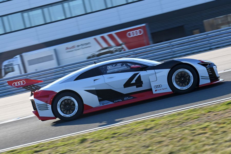 Audi e-tron Vision Gran Turismo side view