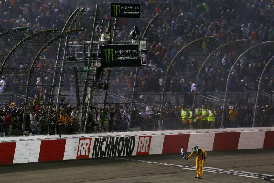 Kyle Busch wins at Richmond