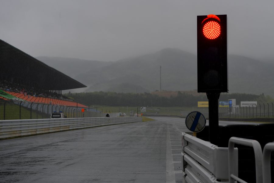 Super Formula Autopolis red light
