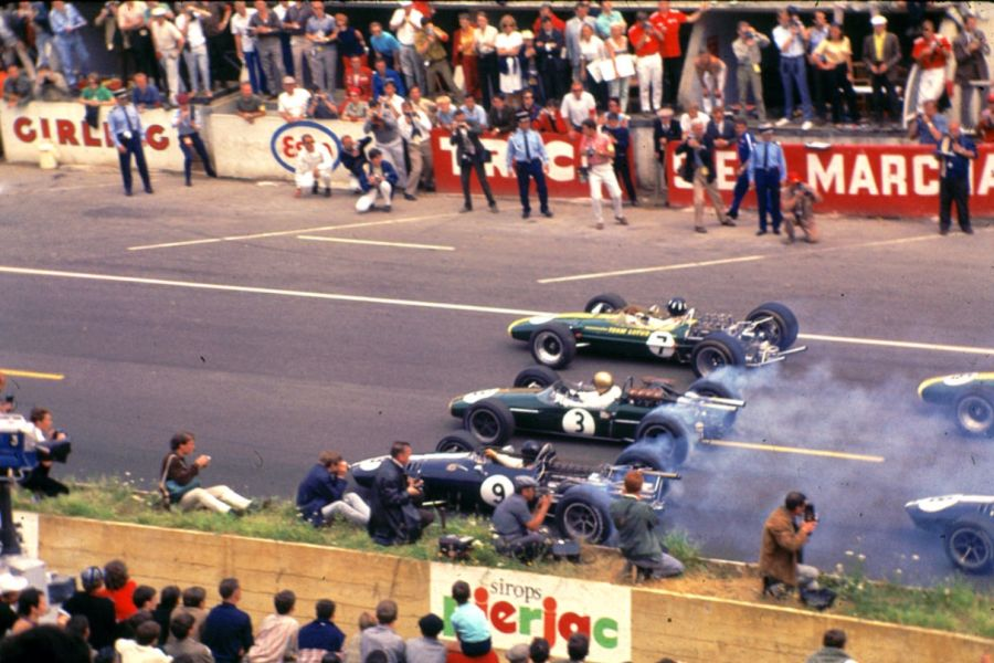 Start of the 1967 French Grand Prix at Bugatti Circuit
