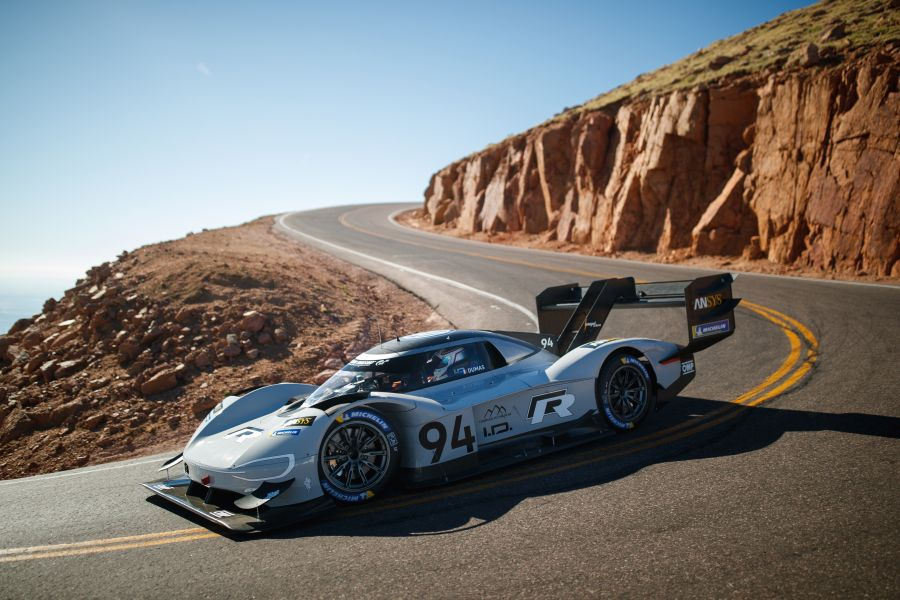 romain dumas breaks the overall record at pikes peak. Black Bedroom Furniture Sets. Home Design Ideas