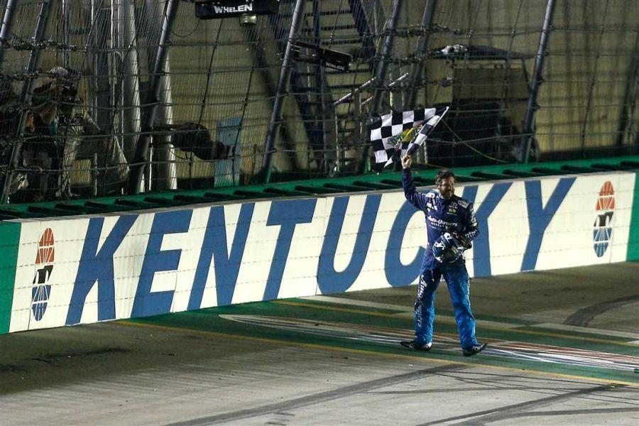 Martin Truex Jr. wins Quaker State 400 at Kentucky Speedway
