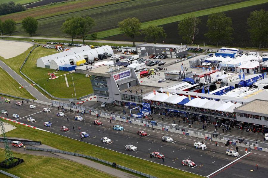 WTCC grid at Slovakia Ring, 2014