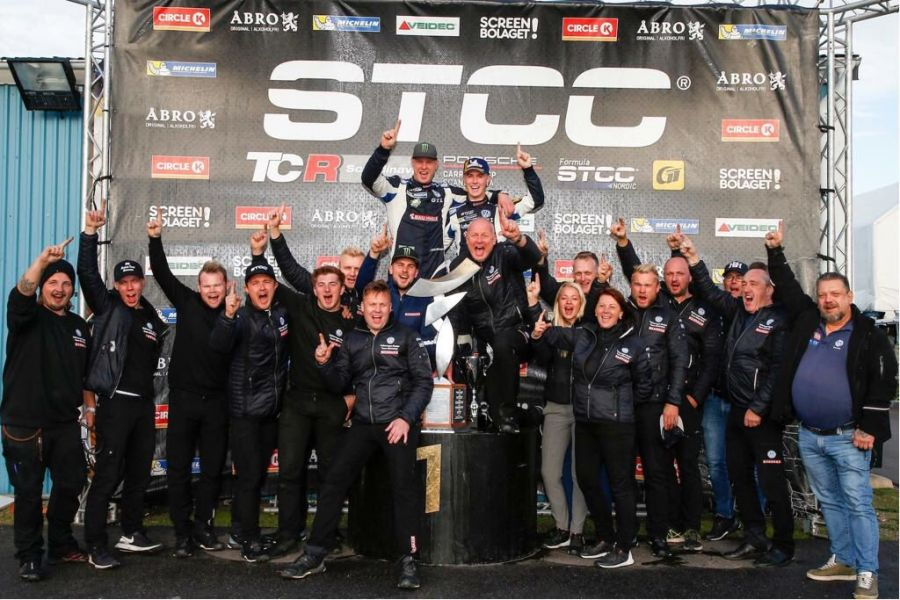 Johan Kristoffersson with his team