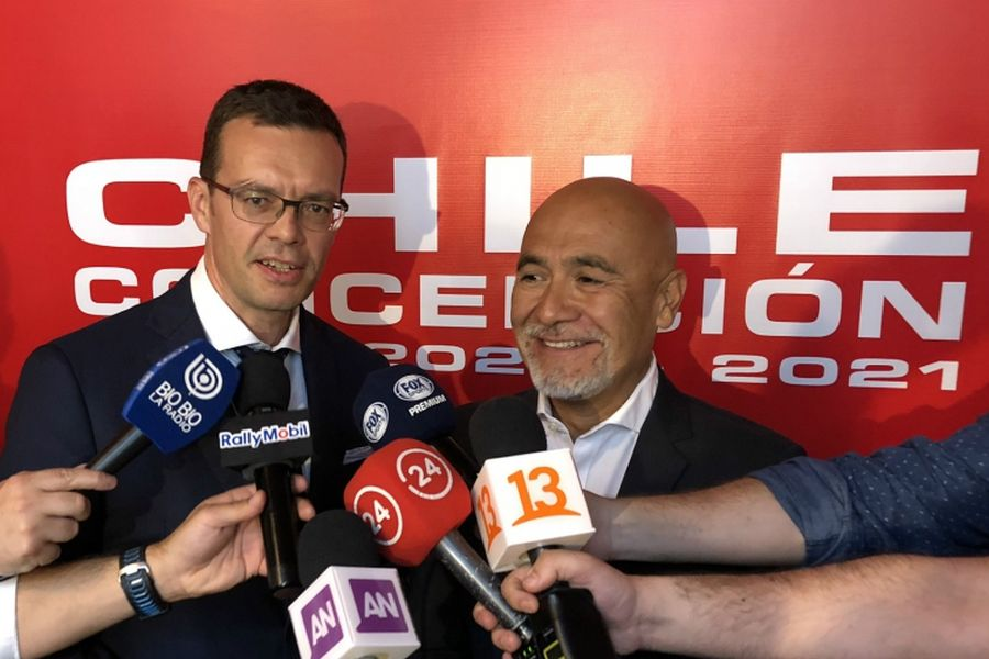 WRC Promoter managing director Oliver Ciesla (left) with a representative of Rally Chile