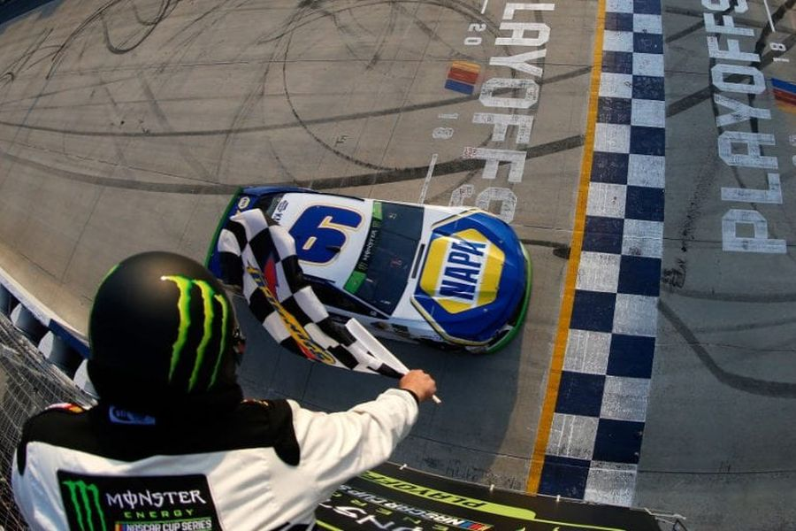 Chase Elliott wins at Dover