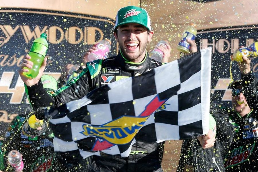 Chase Elliott wins at Kansas
