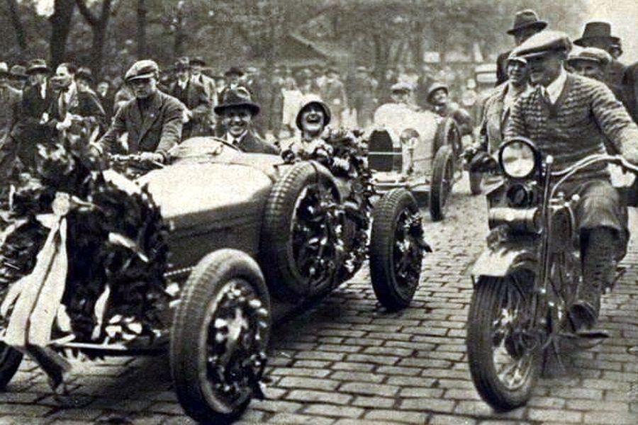 Eliška Junkova in a Bugatti T35B at 1928 Targa Florio