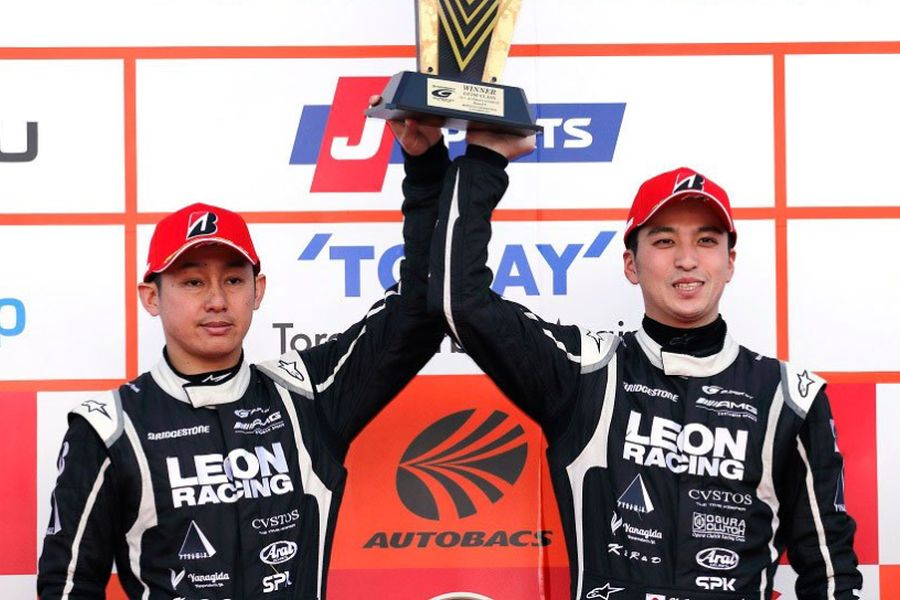 Haruki Kurosawa and Naoya Gamou are GT300 champions