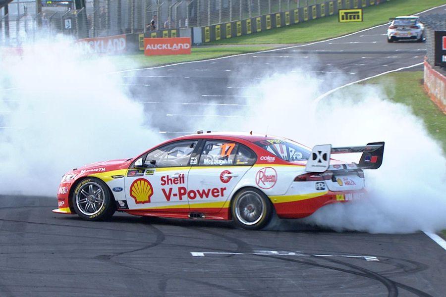 Victorious burnout for Scott McLaughlin a Pukekohe Park Raceway