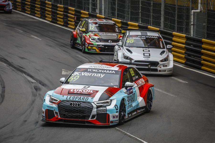 Audi RS3 LMS turning corner
