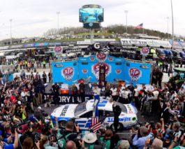 NASCAR: Brad Keselowski cruises to dominant Martinsville victory