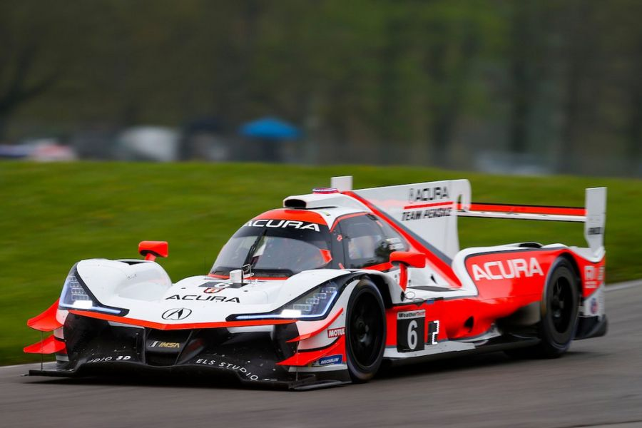 Victorious Acura ARX-05 of JP Montoya and Dane Cameron