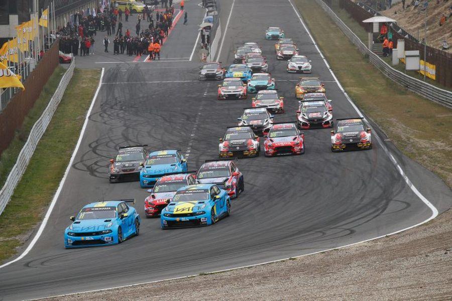 Start of WTCR Race 3 at Zandvoort