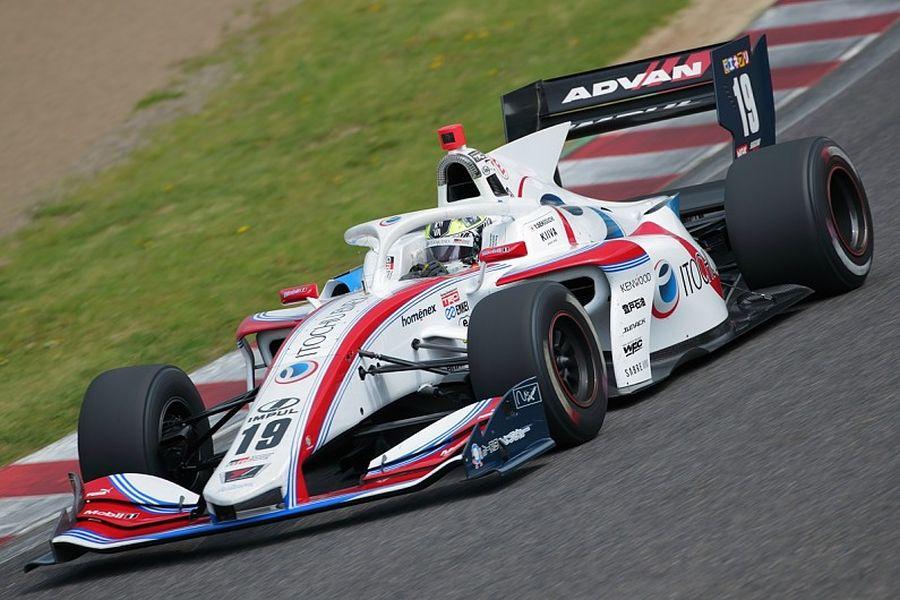 Yuhi Sekiguchi in the #19 Toyota