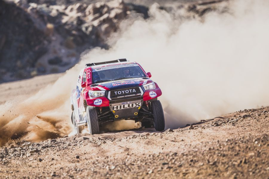 Giniel De Villiers in the #304 Toyota Holux