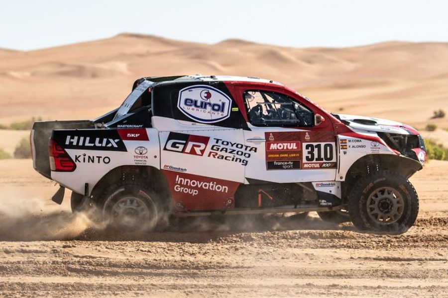 Fernando Alonso in the #310 Toyota Hilux