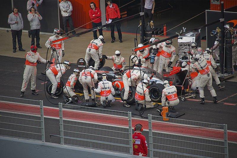 McLaren MP4 24 Barcelona Pit Stop Crew